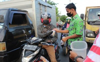 Buka Puasa Bersama dan Bagi-bagi Takjil Keluarga Besar MAN Sampang